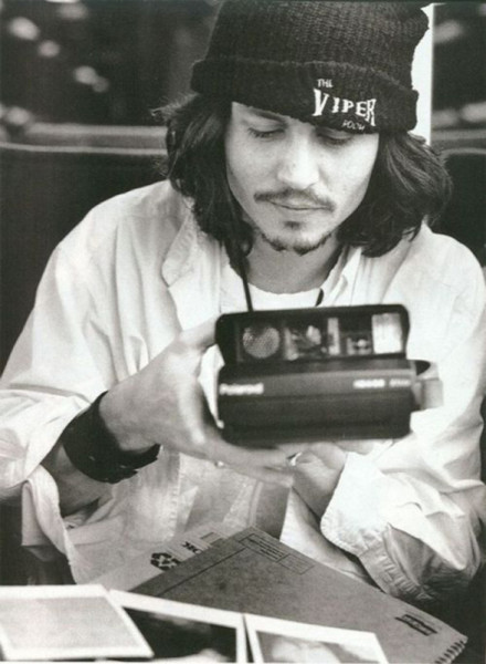 Johnny-Depp-rocking-grunge-a-Viper-Room-beanie-and-a-Polaroid-camera-peak-90s-588x801