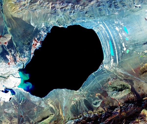 you-can-see-the-rings-of-shoreline-when-dagze-lake-in-tibet-was-much-larger-it-has-dried-up-over-time